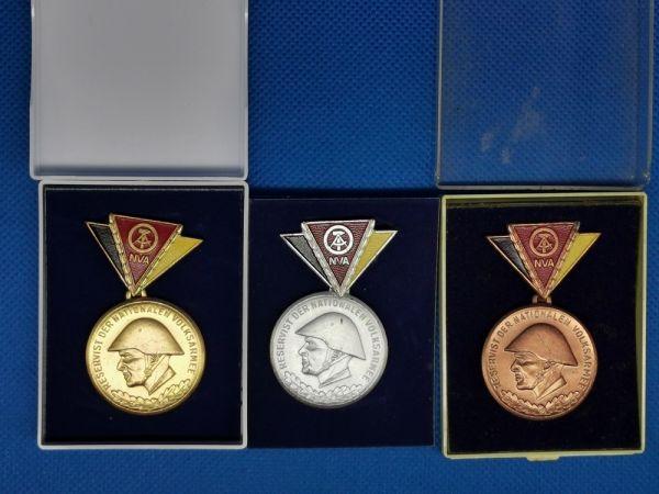 NVA Reservistenabzeichen, Satz gold silber bronze, Reservist der Nationen Volksarmee